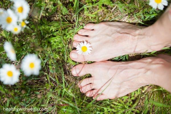 Barefoot walking 600x400